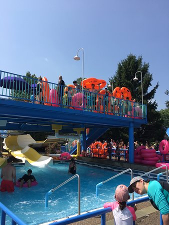 Sesame Place: No shade when you line up for many rides