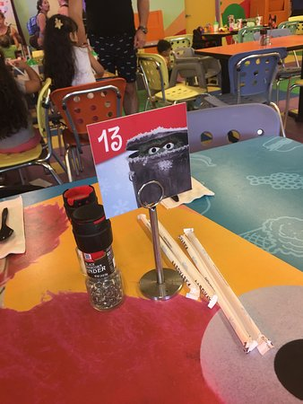 Sesame Place: Tables at character dining