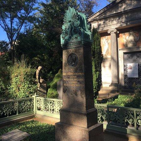 Dorotheenstadt Cemetery: photo5.jpg