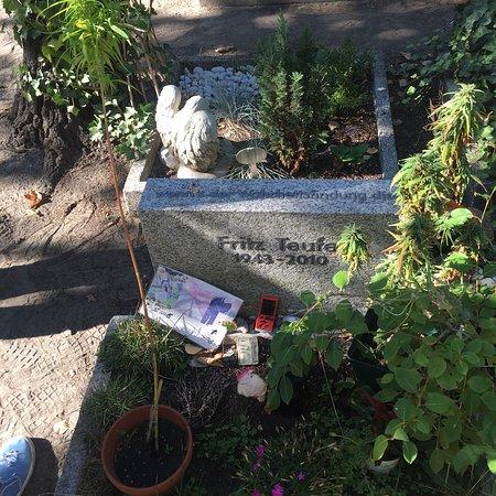 Dorotheenstadt Cemetery: photo6.jpg