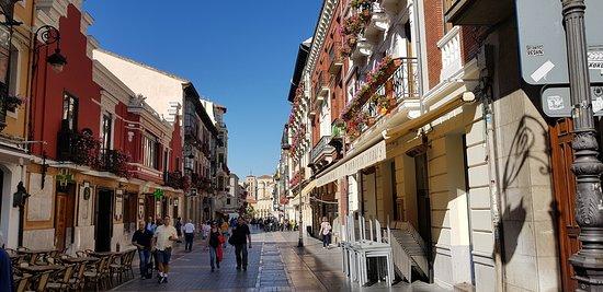 León, Espagne : mañana de Agosto iniciando el camino desde la catedral