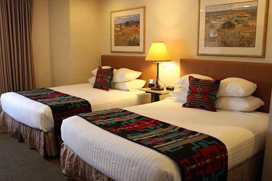 Inn At Santa Fe: Comfortable Double Queen Guestroom