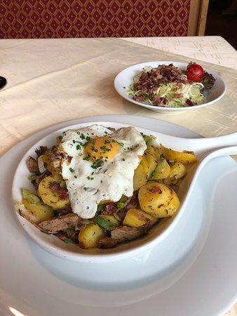 Flirsch, Austria: Gröstl mit Krautsalat