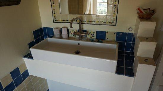 Cuq Toulza, France: Bathroom.