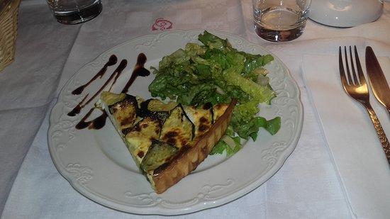 Saulce-sur-Rhone, فرنسا: Tarte (ou quiche) aux courgettes.