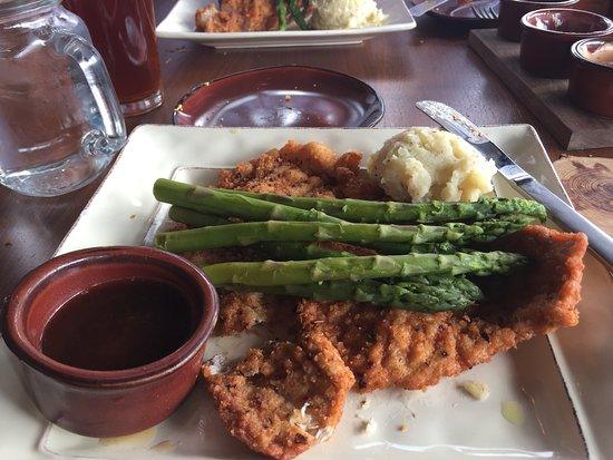 Moose-AKa's: Schnitzel w/asparagus & mashed potatoes
