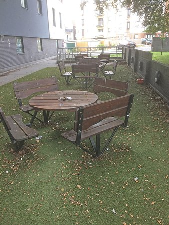 Premier Inn Maidstone Town Centre Hotel: outdoor seating