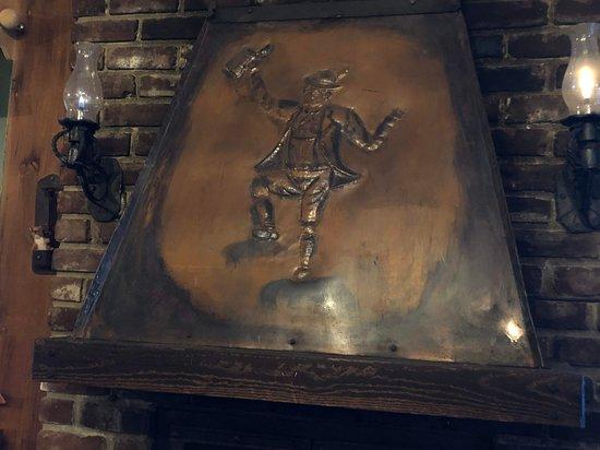 Ben Lomond, Καλιφόρνια: Unique fireplace hood