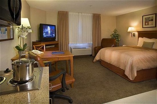 Candlewood Suites - Portland Airport: Suite