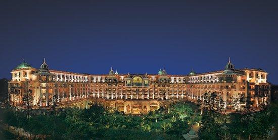Bangalores Landmark Palace Hotel Review Of The Leela Palace - Bangalore-taj-hotels-the-happening-landmark-of-the-city