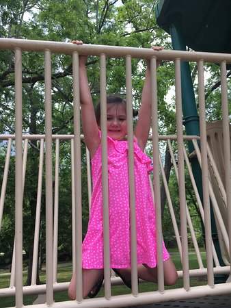 Montevallo, อลาบาม่า: Playground fun for the littles!