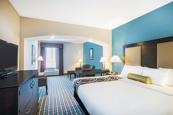 La Quinta Inn & Suites Stonington-Mystic Area: Guest room