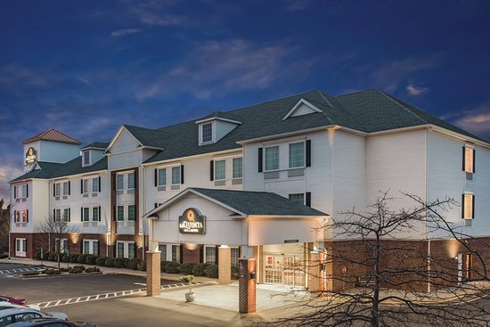 La Quinta Inn & Suites Stonington-Mystic Area: Exterior