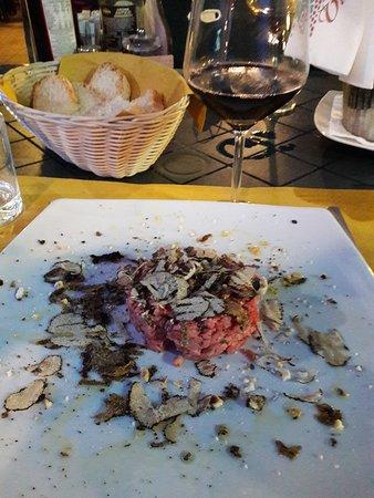 Soci, Italien: Tartare di chianina al tartufo