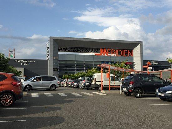 Entrée principale Centre Commercial Le Méridien, Ibos