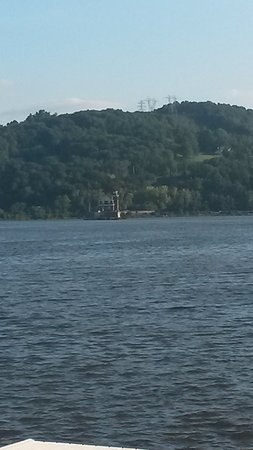 Hudson Athens Lighthouse from the park.