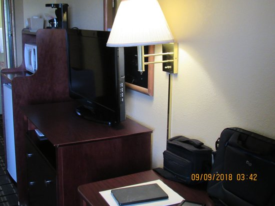 Greenville, IL: I had king bed and room also had a club chair and also work desk