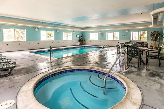 New Castle, CO: Indoor pool with hot tub