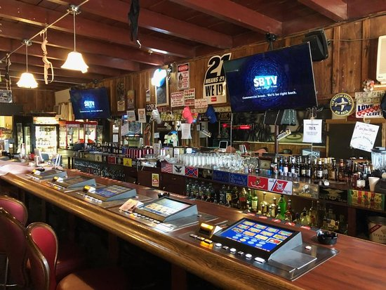 Amargosa Valley, NV: Hang out and watch all the games at our bar,