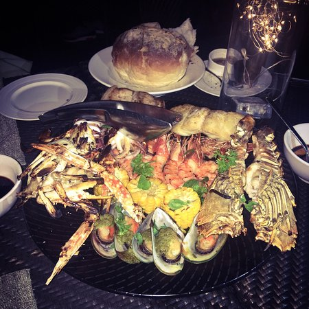 Cowrie Cove at Shangri-La's Mactan Resort & Spa: This seafood platter is to die for! 😍