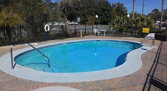 Apalachicola Bay Inn: Pool