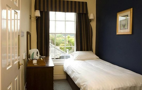 Holywell, UK: Guest room