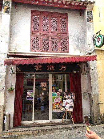 Deco on the mezzanine - Picture of Belos Tempos, Macau ...