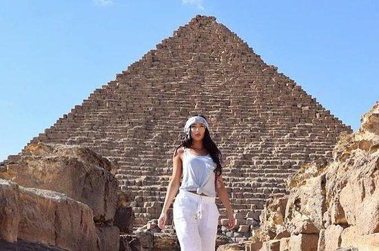 昼食付きギザの偉大なピラミッドとソーラーボート博物館の旅