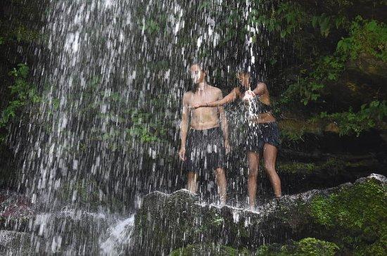 Visita privada a la cascada y a...