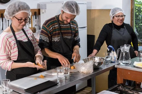 Cooking classes with a social touch