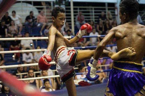パトンボクシングスタジアムでムエタイボクシング
