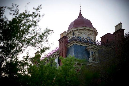 Wentworth Mansion: Exterior