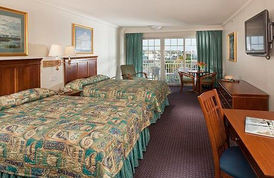 La Mer Beachfront  Inn: Guest room