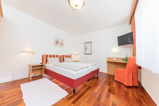 "Dobriach, Österrike: Doppelzimmer Standard ""Mirnock"""
