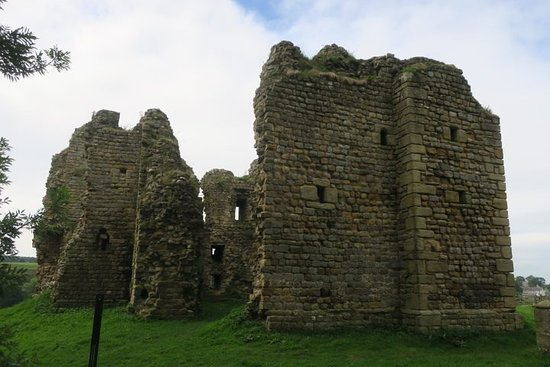 Greenhead, UK: Back of Thirlwall Castle.