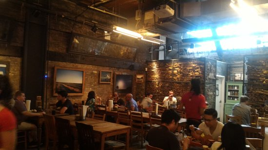 Hill Country Barbecue Market: Locale
