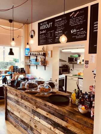 Bramhall, UK: The Little Hideout cafe