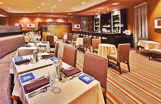 Holiday Inn Ontario Airport: Bar/Lounge