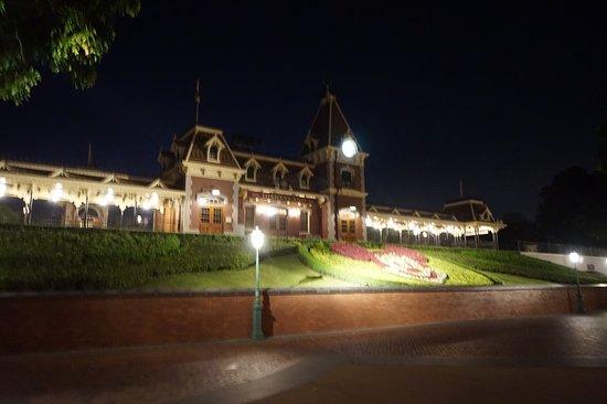 Hong Kong Disneyland: ได้เวลากลับค่ะ
