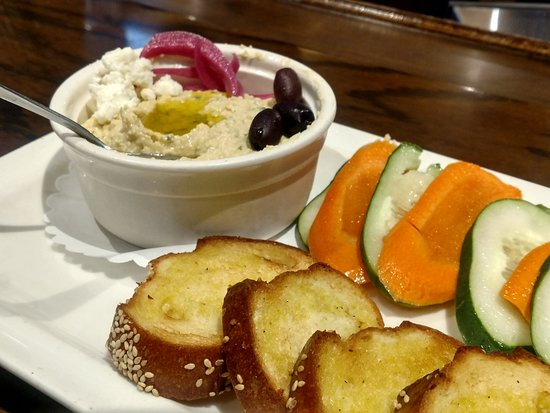 Baker's American Bar & Grille: Hummus