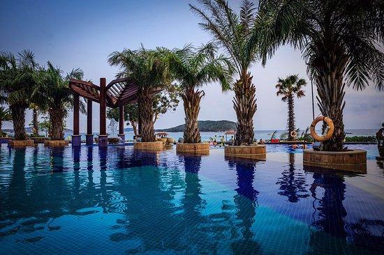 CHINA - Holiday Inn Resort Sanya Bay, a tropical beach ...   Sanya Holiday Inn Resort Logo