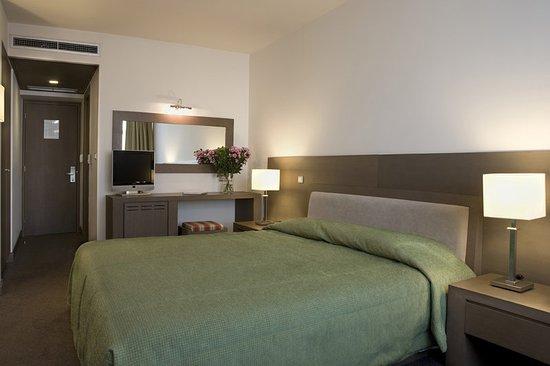 Amalia Hotel: Guest room