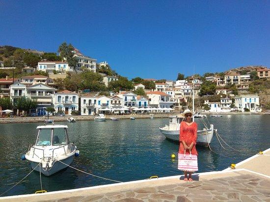 Evdilos, Hellas: Το δεύτερο λιμάνι της Ικαρίας.