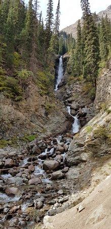 Barskoon, جمهورية قرغيزستان: Waterfall