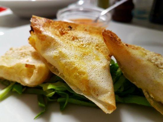 Le Clarisse Levanto: Briwat con pollo e verdure curcuma e zenzero