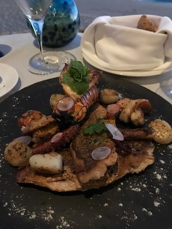 La Roca: The seafood sampler appetizer was superb!
