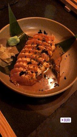 Buri - Sushi: tataki de salmão