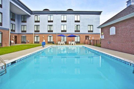 Harrington, DE: Pool