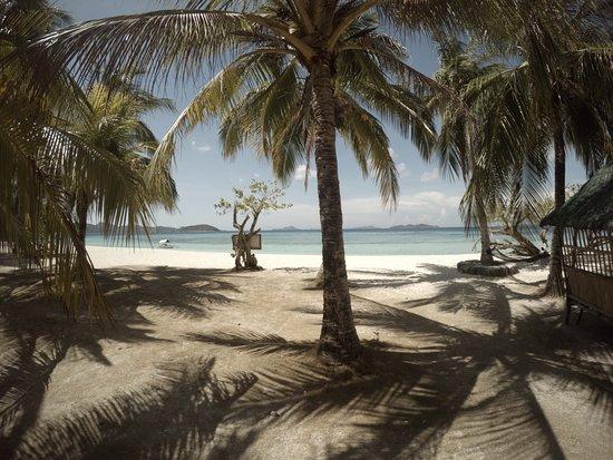 Malcapuya Island: main beach