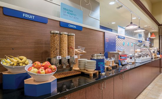 Holiday Inn Express Hotel & Suites: Hot Deluxe Breakfast